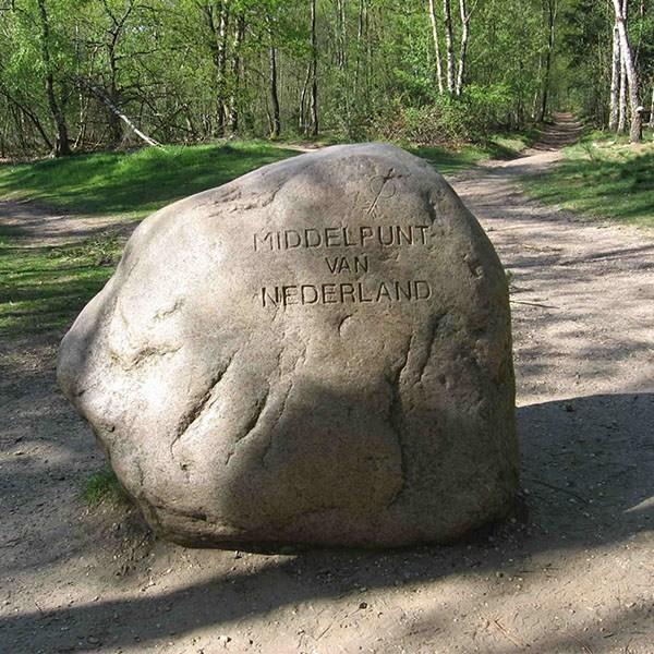 steen-middelpunt-van-nederland-lunteren