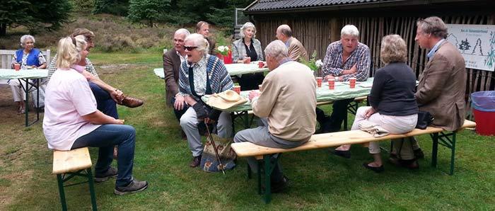 Vrienden Pinetum De Dennenhorst bezoeken het Middelpunt